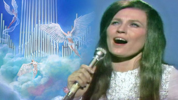 "Loretta Lynn Touches Hearts With ""Ten Thousand Angels"" 