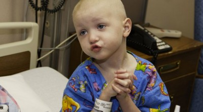 "Watch 4 Year Old Cancer Patient Sing ""Jesus Loves the Little Children"" Before Passing Away"