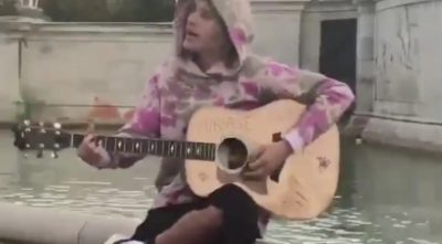 "Justin Bieber Busking ""Good, Good Father"""