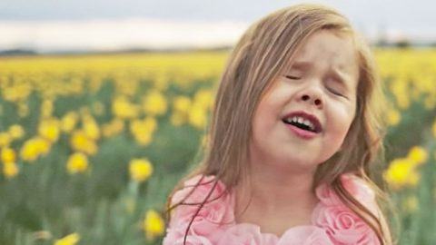 4-Year-Old With The Voice Of An Angel Sings Beautiful Easter Hymn | I Love Being Christian Videos