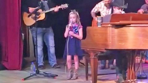 Country Star's 6-Year-Old Daughter Beautifully Sings Gospel Tune